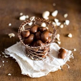 Orzechy nerkowca w mlecznej czekoladzie z chilli